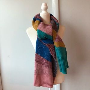 Accessories - Oversized scarf. Polyester blend